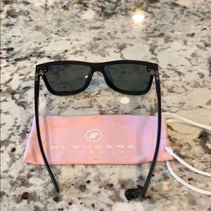 1a4d4a1c86ceb blenders eyewear Accessories - Blenders Jenna cartel sunglasses pink  mirrored new